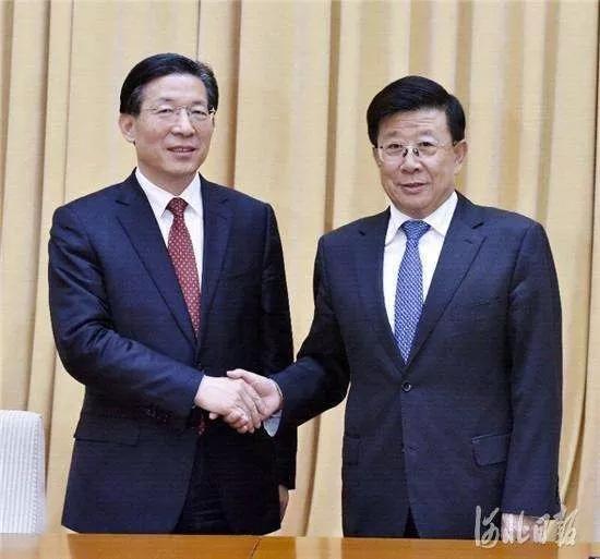 10月28日,省委在石家庄召开全省领导干部会议,宣布中央关于省委主要领导调整的决定。这是赵克志同志和王东峰同志亲切握手。记者郭昭摄