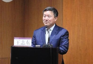 昨日,章莹颖案律师王志东讲授青少年留学生的安全教育问题。 主办方供图