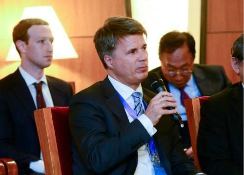 清华经管学院顾问委员会委员、宝马集团董事长科鲁格(Harald Krüger)发言
