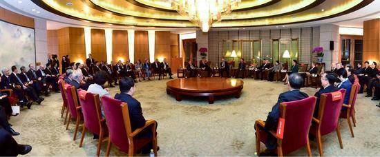 名誉主席朱镕基会见清华经管学院顾问委员会委员