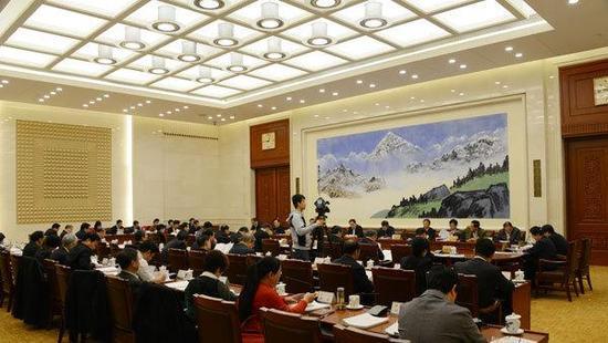 11月4日,十二届全国人大常委会第三十次会议举行分组会。中国人大网 图