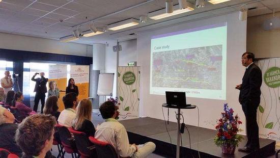 图1:2014年8月,付林出席瑞典国际学术会议 图片来源:受访者提供