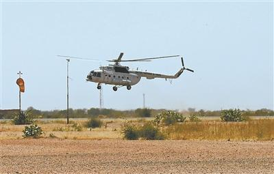 实现顺应性转场起降练习后,直升机保险前往法希尔机场。余磊摄