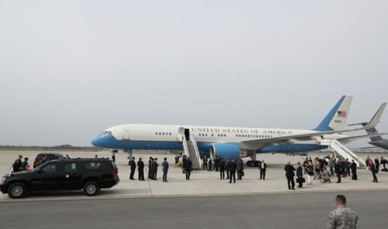 4月,美国副总统彭斯专机降落乌山基地