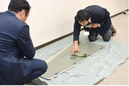日本茨城县发现一块掉落的飞机面板,很有可能来自全日空飞机。