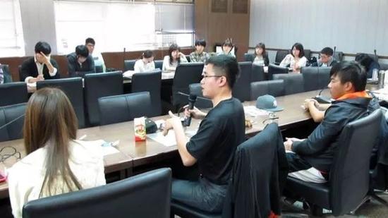 """▲很多台湾的年轻学者认为在台湾是""""有志难伸""""。(BBC)"""