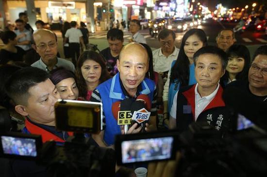 韩国瑜接受采访。(图片来源:台湾《中时电子报》)