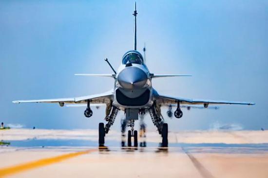 中国空军歼-10B战机 。杨盼 摄