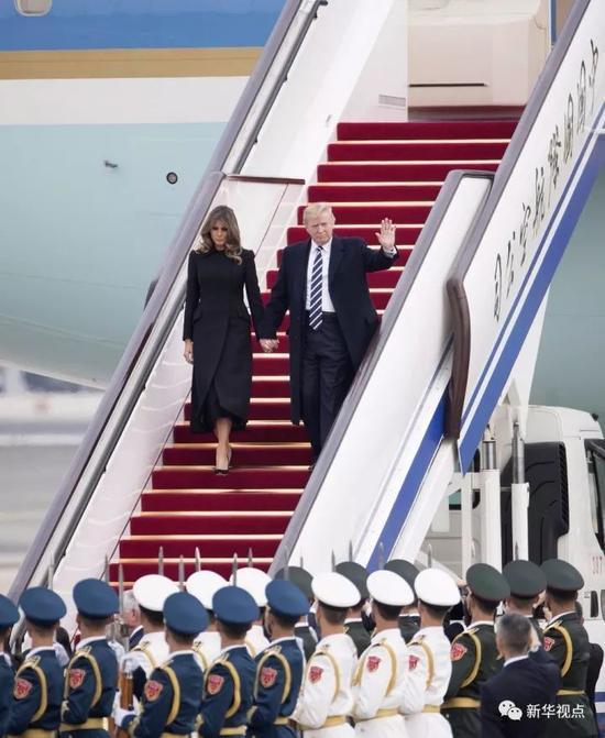 11月8日,应国家主席习近平邀请,美国总统特朗普抵达北京,开始对中国进行国事访问。 新华社记者 丁海涛 摄