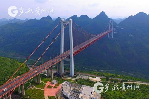 由贵州桥梁集团负责建设的坝陵河大桥,位于沪昆高速贵州境镇宁至胜境关段(贵州省交通运输厅 供图 韩双喜 摄)