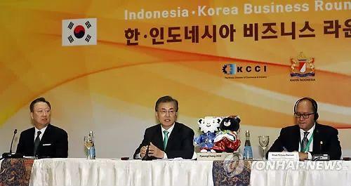▲正在印尼进行访问的韩国总统文在寅