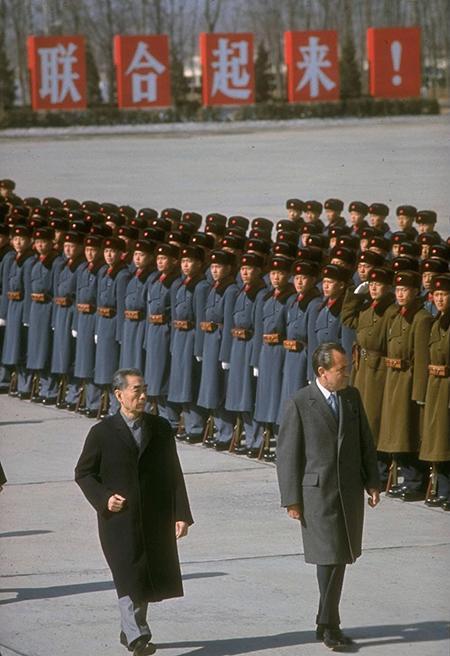 1972年2月21日上午,美国第37任总统尼克松的专机越过太平洋,徐徐降落在北京首都机场。