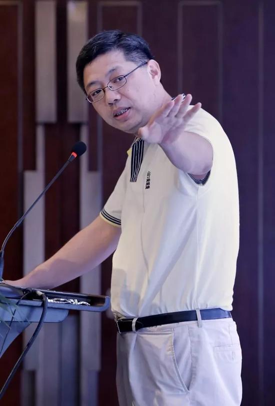 """▲巴曙松 中国银行业协会首席经济学家、国家""""十三五""""发展规划专家委员会委员。"""
