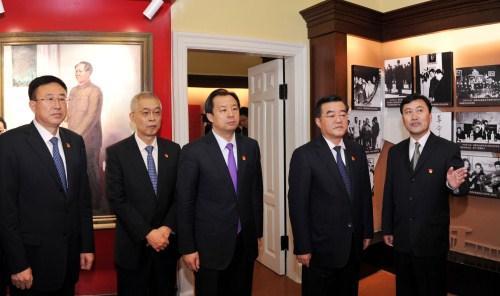 张庆伟等省引导到反动首领观察黑龙江留念馆群体观赏进修。