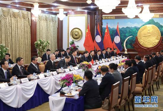 11月13日,中共中央总书记、国家主席习近平在万象国家主席府同老挝人民革命党中央委员会总书记、国家主席本扬举行会谈。 新华社记者 丁林 摄