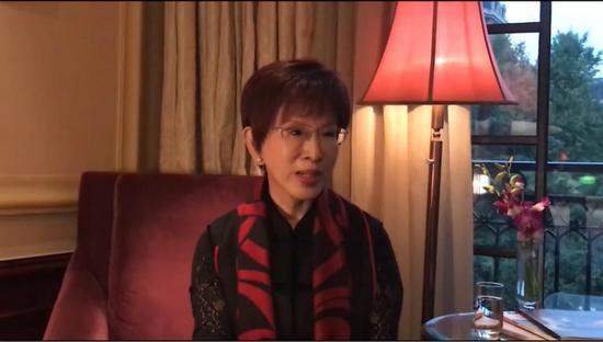 洪秀柱于社交媒体进行直播并呼吁国民党现任主席吴敦义强硬起来。(视频截图)