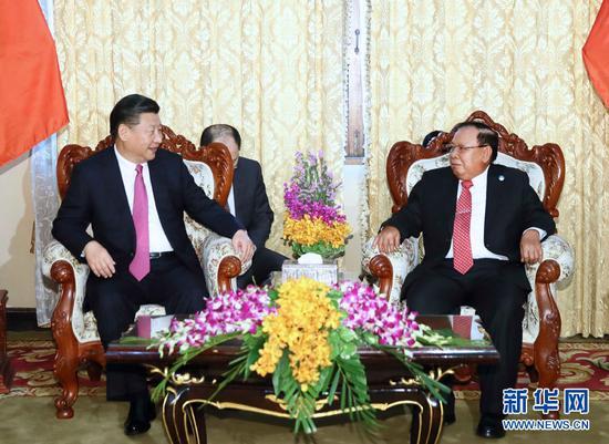 11月13日,中共中央总书记、国家主席习近平在万象国家主席府同老挝人民革命党中央委员会总书记、国家主席本扬举行会谈。 新华社记者 兰红光 摄