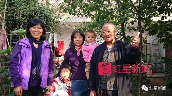 """▲村里的垃圾分类""""三剑客:(左起)陈立雯、带着小孩的李发珍、李遂正"""