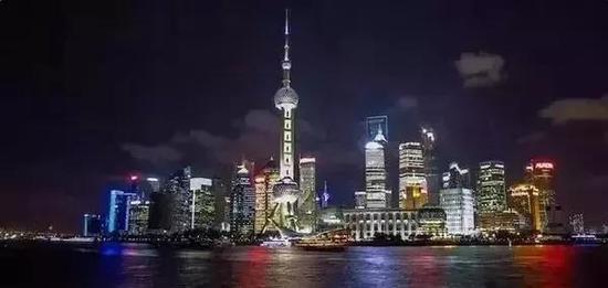 ▲网友贴出了奥克兰(上)和上海市中心的图片。