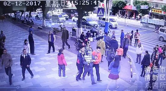 犯罪嫌疑人陈某其在等待拉客的过程中被捕。 资料图
