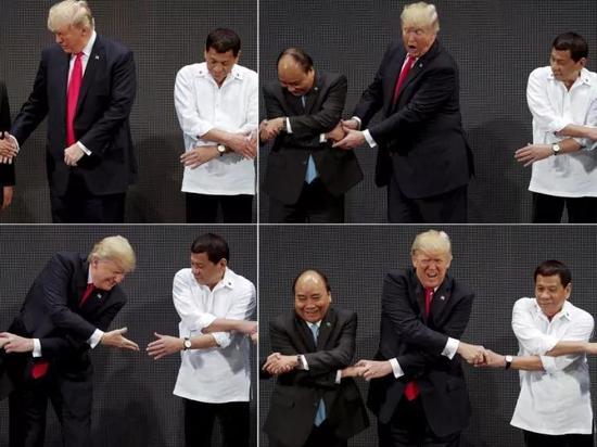 """▲唱:""""牵你的手,牵我的手,紧紧握住你……"""""""