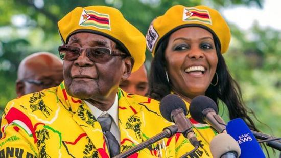 """津巴布韦总统与""""第一夫人""""格雷丝"""