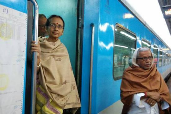 印度班丹(Bandhan)特快列车首次通车。(图片来源:《印度快报》)