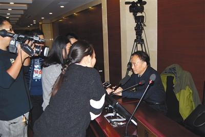 庭审结束后,原告代理律师接受采访时表示,会建议原告李先生家人上诉。通讯员 秦文