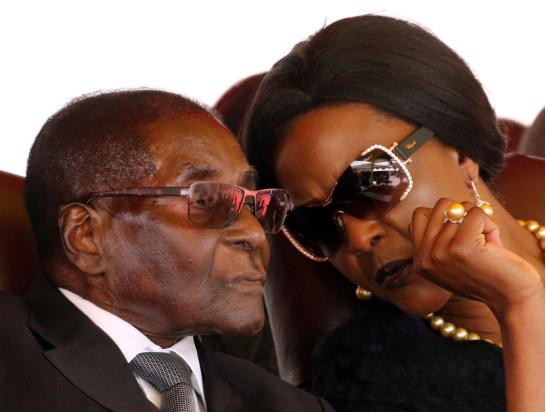 津巴布韦总统穆加贝及其夫人。(资料图)