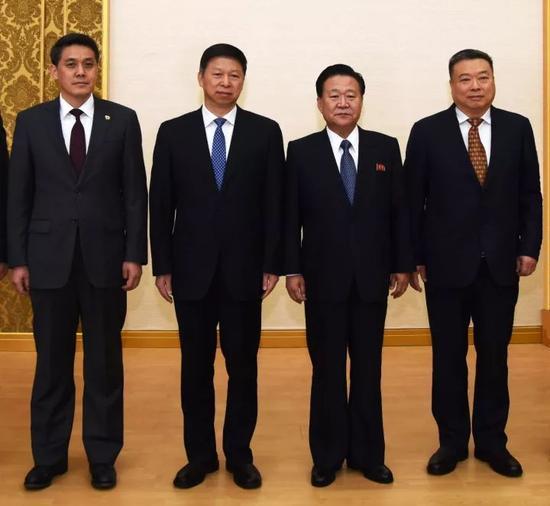 △宋涛(左二)在平壤会见崔龙海(右二)