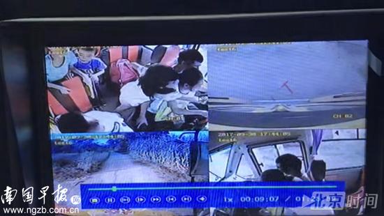 ▲行车记录仪的录像显示,朱某抱着小女孩开车。 视频截图