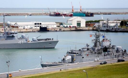 阿根廷海军继续派出船只寻找失踪潜艇。(图片来源:法新社)