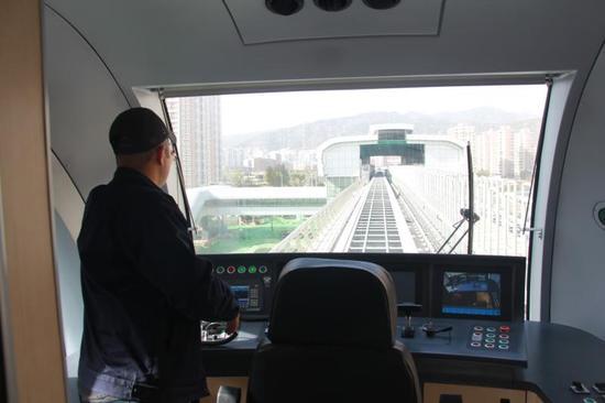 S1线磁浮列车控制台。宰飞 摄。