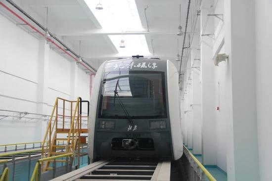 停驻在检验库的S1线磁浮列车。 宰飞 摄。