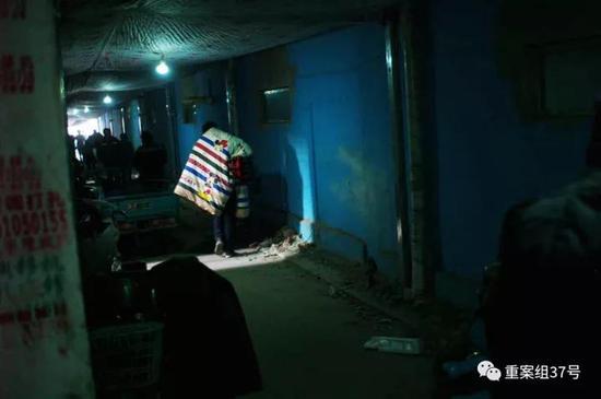 ▲新建村事发地四周的一处公寓楼内。新京报记者彭子洋摄