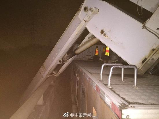 广西大学教授留学生等3人坠江失踪 各方连夜搜救|留学生|坠江|广西大学_热点新闻