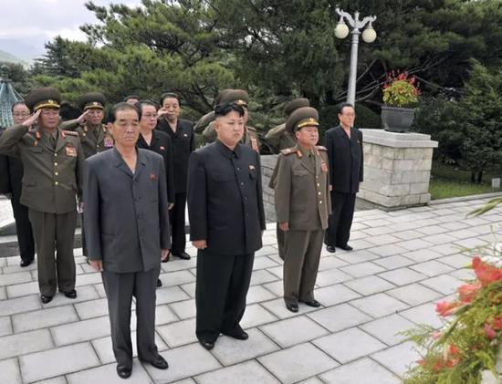 △2013年,金正恩到中国人民志愿军烈士陵园凭吊