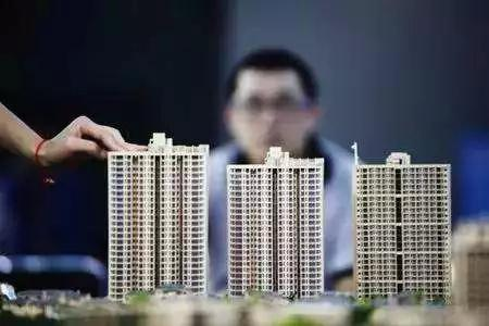 防止大起大落 提防化解房地产风险