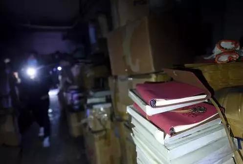 聚福缘公寓一层制作笔记本的作坊(11月26日摄)。