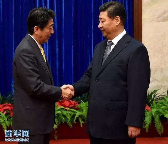 △2014年11月10日,国家主席习近平在北京人民大会堂应约会见来华出席亚太经合组织领导人非正式会议的日本首相安倍晋三