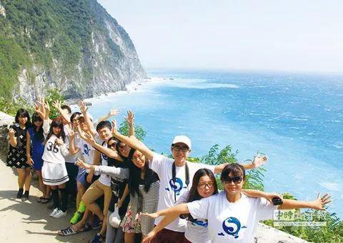 ▲大陆青年学子赴台体验自由行,畅游美丽的苏花公路风光。