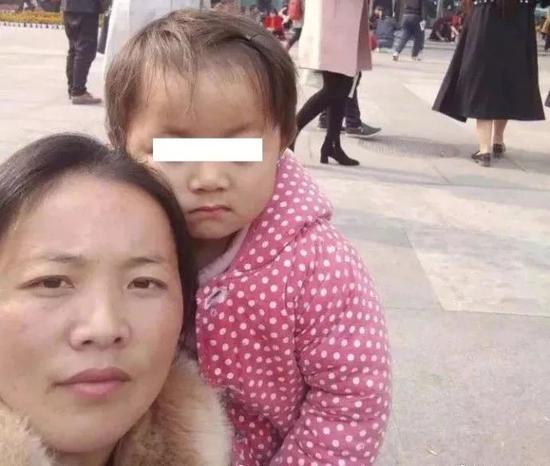 小凤雅与母亲杨美琴