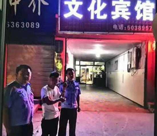 俩女子外出被拘禁宾馆 被拍裸照还遭强奸强迫卖淫|宾馆