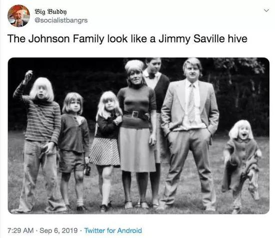 推特網友上傳了一張上世紀70年代約翰遜一家的合影(最左為鮑里斯)/推特截圖