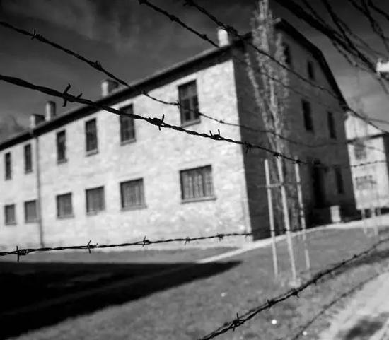 纳粹集中营的铁丝网