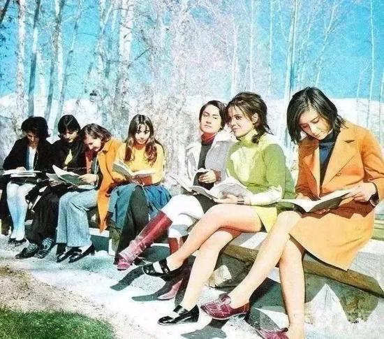 1971年伊朗大学的女学生