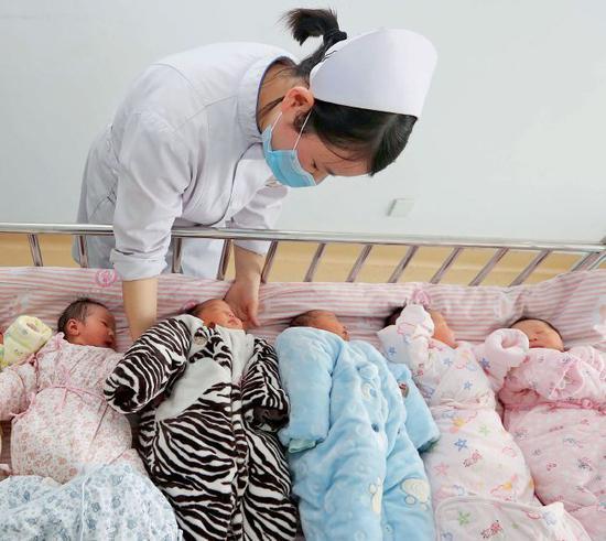 医院里的新生儿护理区。图/视觉中国