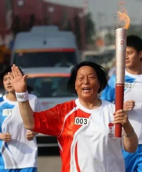 2008年6月,北京奥运会火把手申纪兰