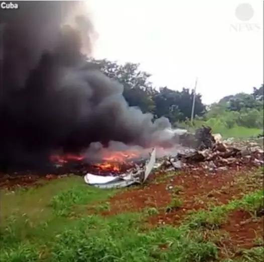 ▲坠毁地点产生了大量浓烟。 (图自:ABC)