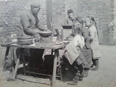 ▲上世纪二三十年代上海街头